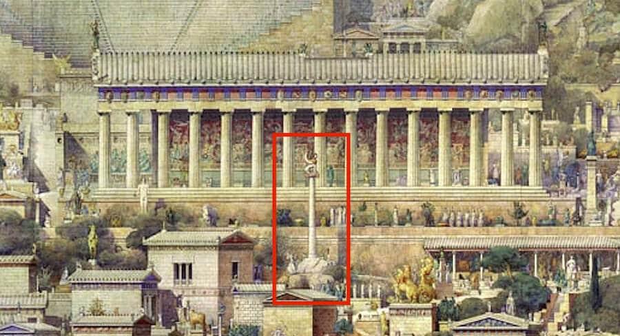 Esfinge de Naxos en templo de Apolo de Delfos