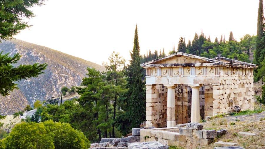Tesoro de Atenas en Delfos