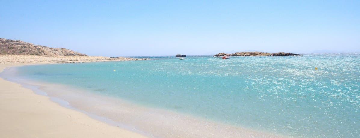 Playa de Manganari en isla de Ios